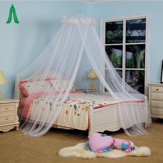 Elegant Round White Feather Decorate Bed Canopy Netting Curtain